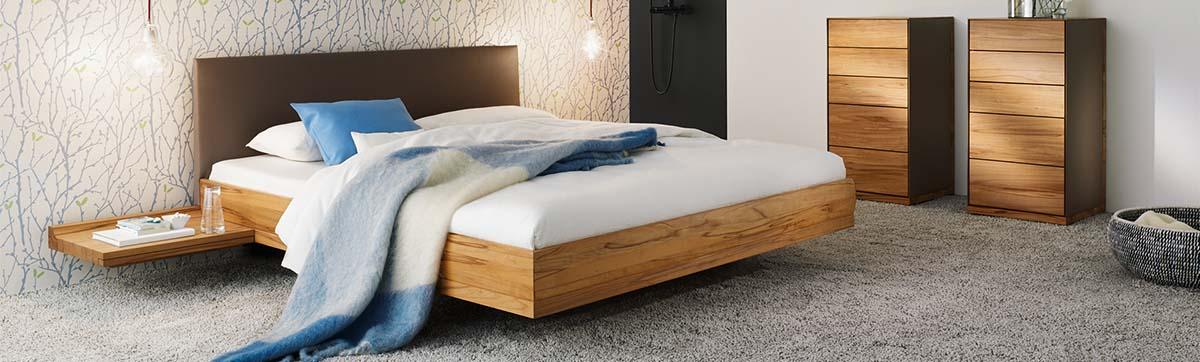 riletto bett von team 7 aus nussbaum holz kopfhaupt in. Black Bedroom Furniture Sets. Home Design Ideas